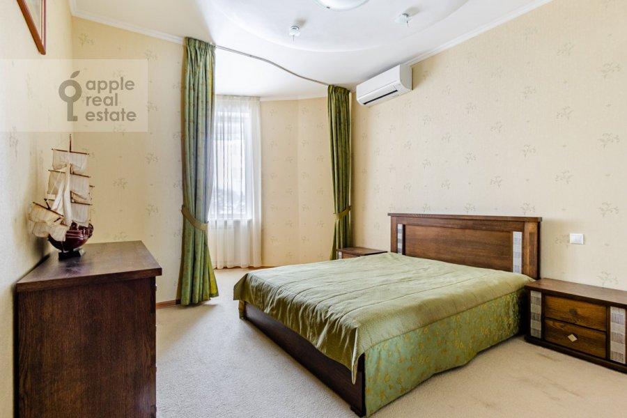 Bedroom of the 3-room apartment at Osennyaya ulitsa 25K1