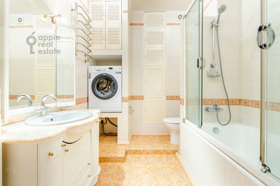 Bathroom of the 3-room apartment at Osennyaya ulitsa 25K1