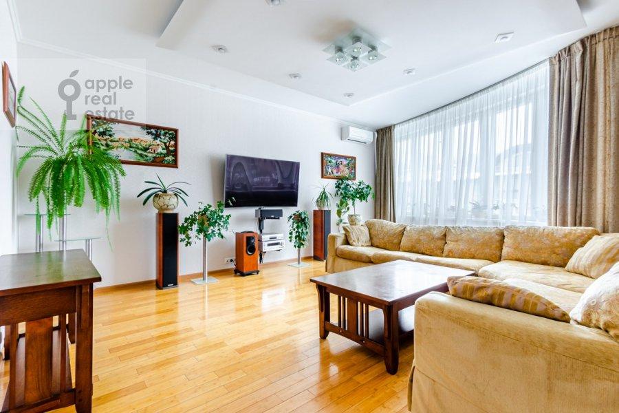 Living room of the 3-room apartment at Osennyaya ulitsa 25K1