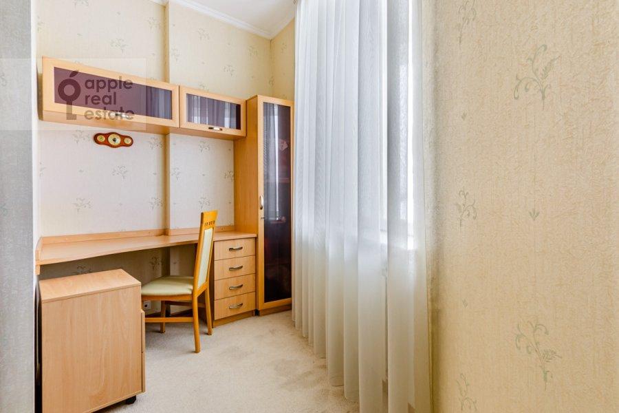Спальня в 3-комнатной квартире по адресу Осенняя улица 25К1
