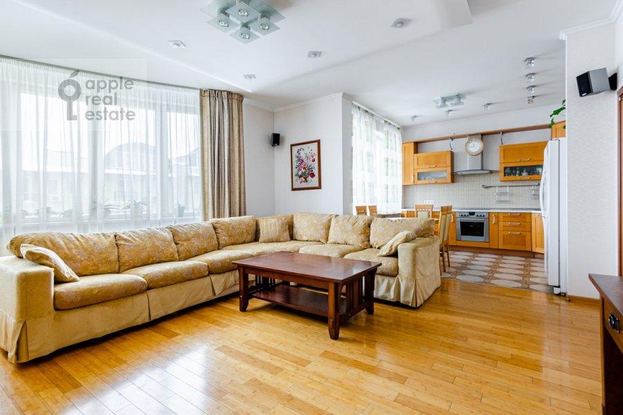 Гостиная в 3-комнатной квартире по адресу Осенняя улица 25К1
