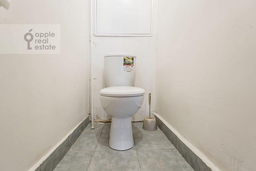 Bathroom of the 3-room apartment at 3-ya Filevskaya ulitsa 6k2