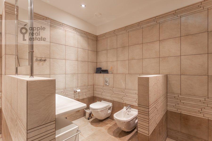 Bathroom of the 4-room apartment at Leninskiy prospekt 98K1