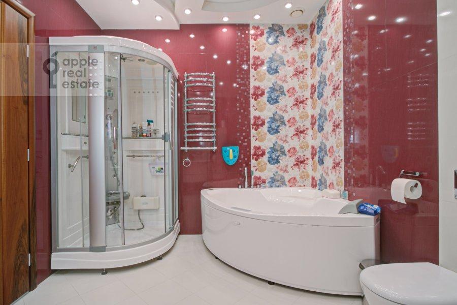 Bathroom of the 3-room apartment at Marshala Koneva 14