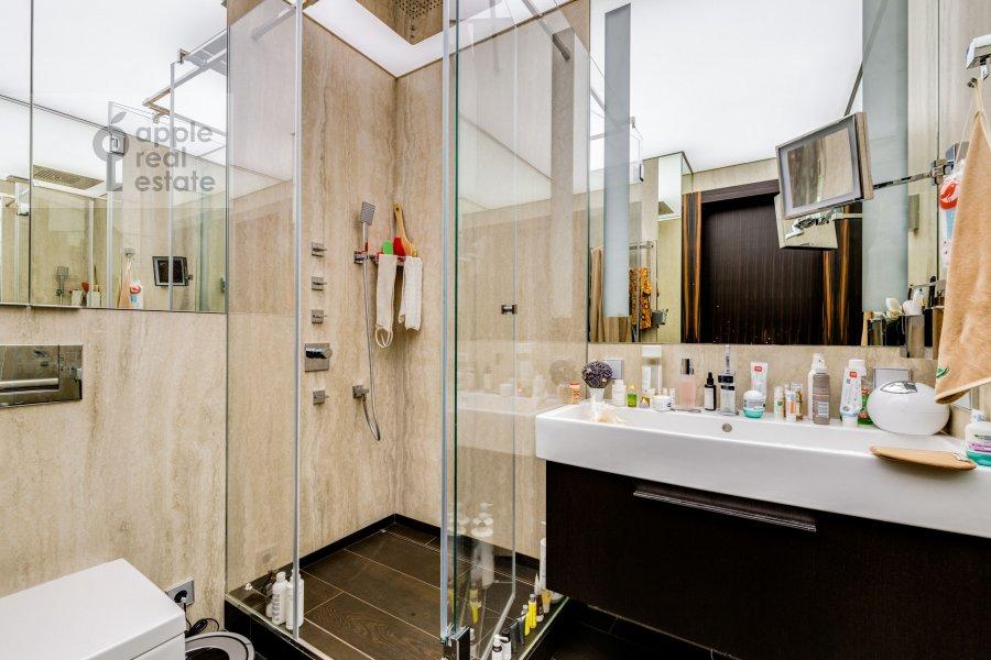 Bathroom of the 2-room apartment at Bol'shaya Filevskaya ulitsa 16k1
