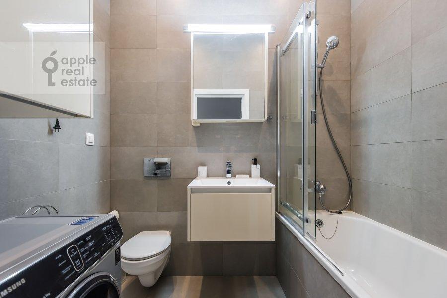 Bathroom of the 2-room apartment at Presnenskiy Val 21