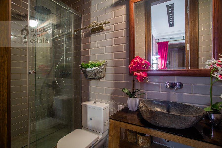 Санузел в 5-комнатной квартире по адресу Староконюшенный переулок 41С2