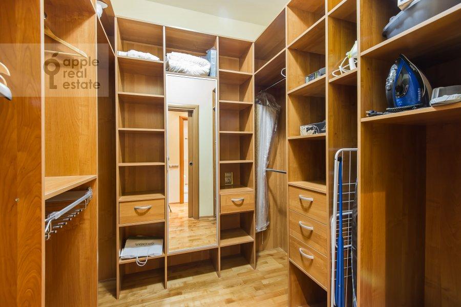 Гардеробная комната / Постирочная комната / Кладовая комната в 3-комнатной квартире по адресу Ленинский проспект 92к1
