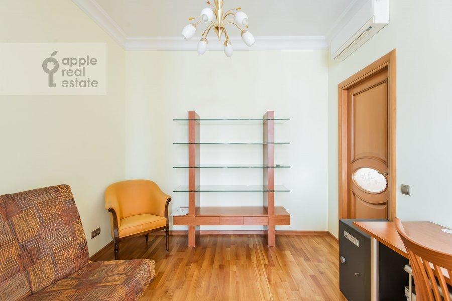 Детская комната / Кабинет в 3-комнатной квартире по адресу Ленинский проспект 92к1