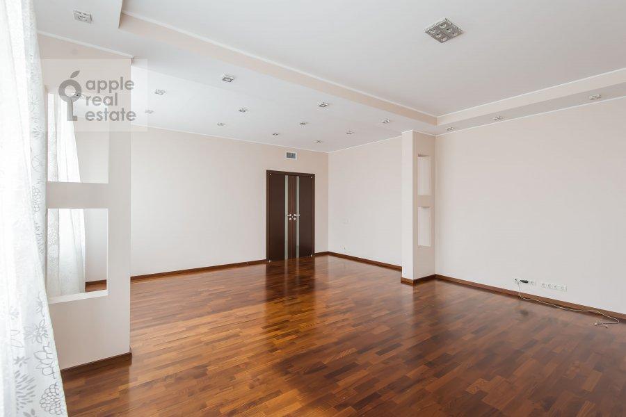 Living room of the 4-room apartment at Ruzheynyy per., 3