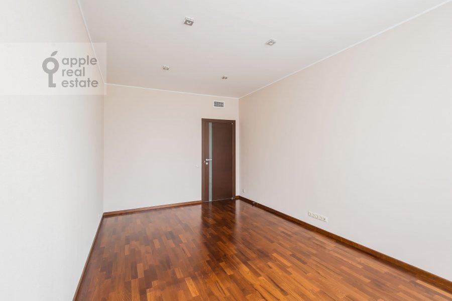 Bedroom of the 4-room apartment at Ruzheynyy per., 3