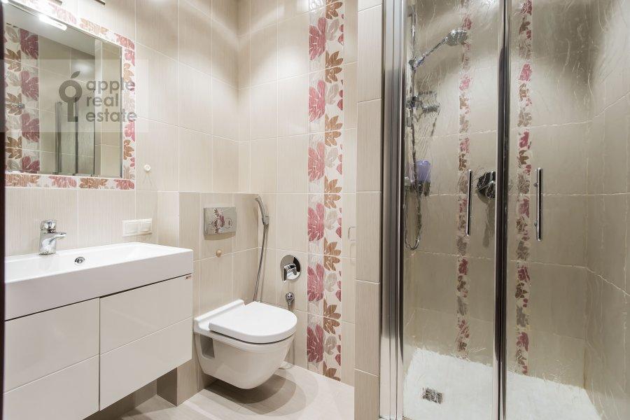 Bathroom of the 4-room apartment at Ruzheynyy per., 3