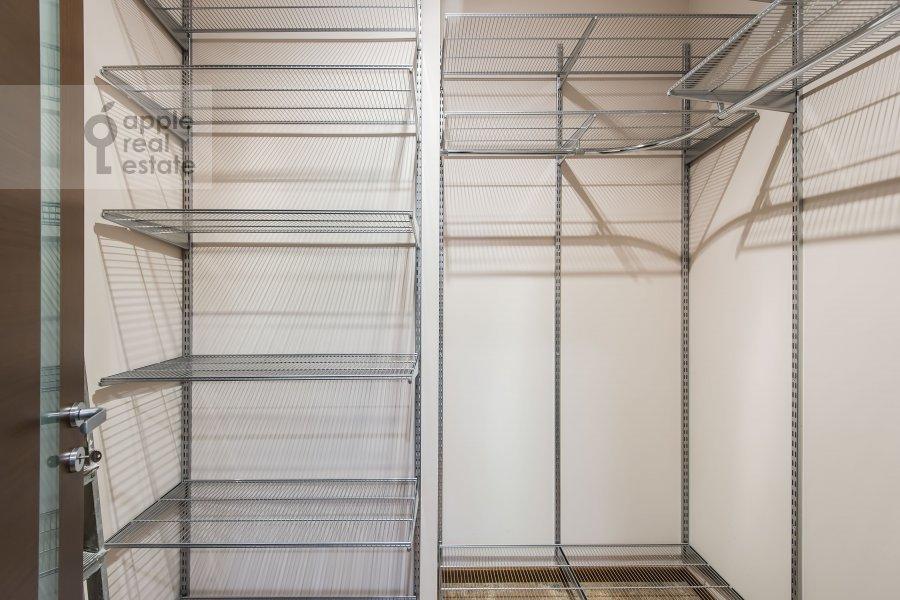 Walk-in closet / Laundry room / Storage room of the 4-room apartment at Ruzheynyy per., 3