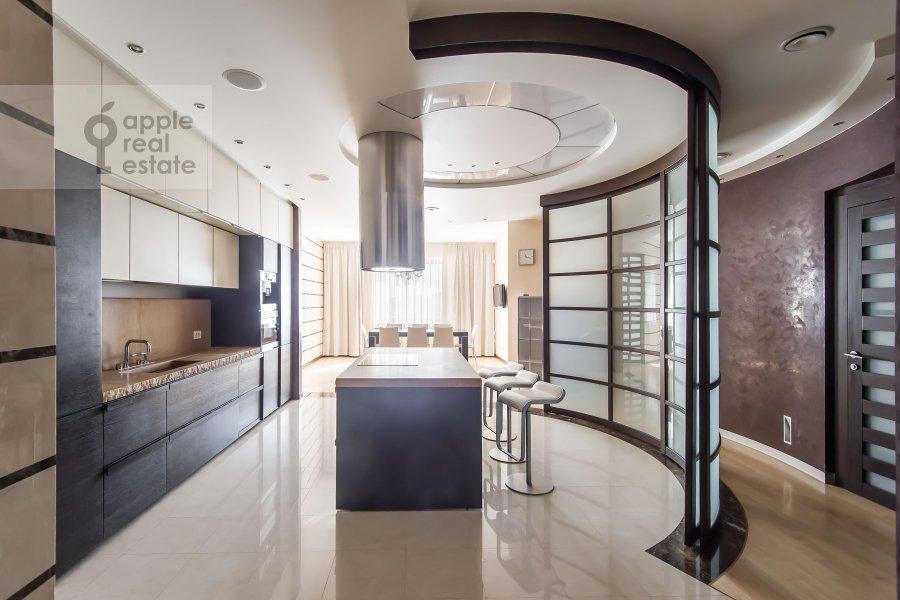 Кухня в 5-комнатной квартире по адресу Воронцовские Пруды 3