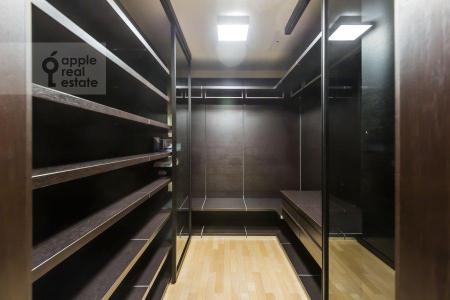 Гардеробная комната / Постирочная комната / Кладовая комната в 5-комнатной квартире по адресу Воронцовские Пруды 3