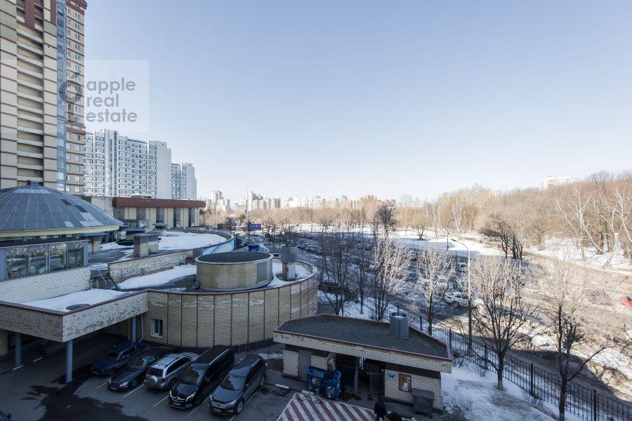 Вид из окна в 5-комнатной квартире по адресу Воронцовские Пруды 3
