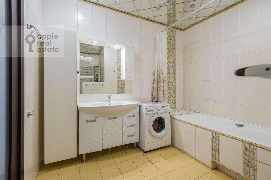 Bathroom of the 3-room apartment at Pyr'eva 9k3