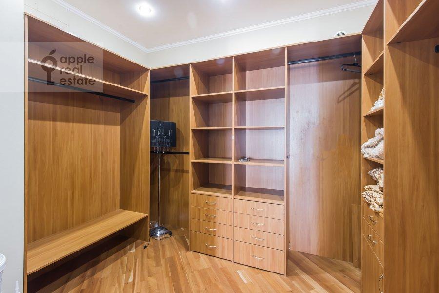 Гардеробная комната / Постирочная комната / Кладовая комната в 3-комнатной квартире по адресу Минская улица 1А