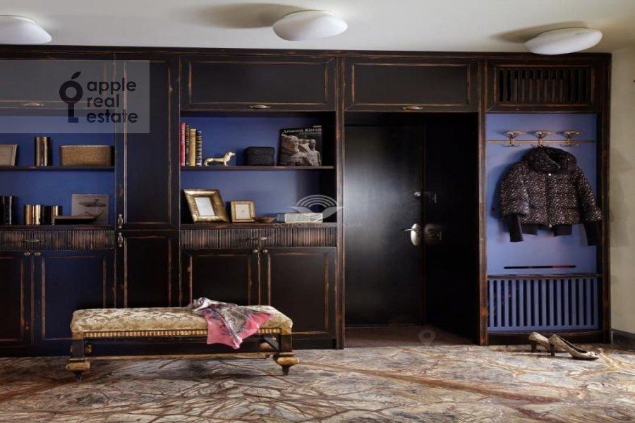 Гардеробная комната / Постирочная комната / Кладовая комната в 5-комнатной квартире по адресу Островной проезд 9К1