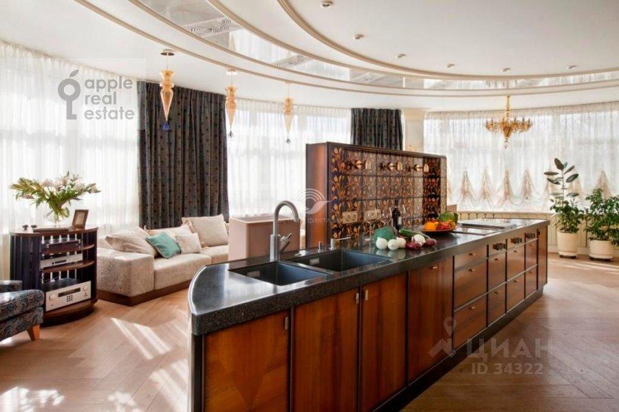 Гостиная в 5-комнатной квартире по адресу Островной проезд 9К1