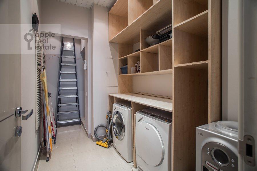 Walk-in closet / Laundry room / Storage room of the 3-room apartment at Tverskaya 9