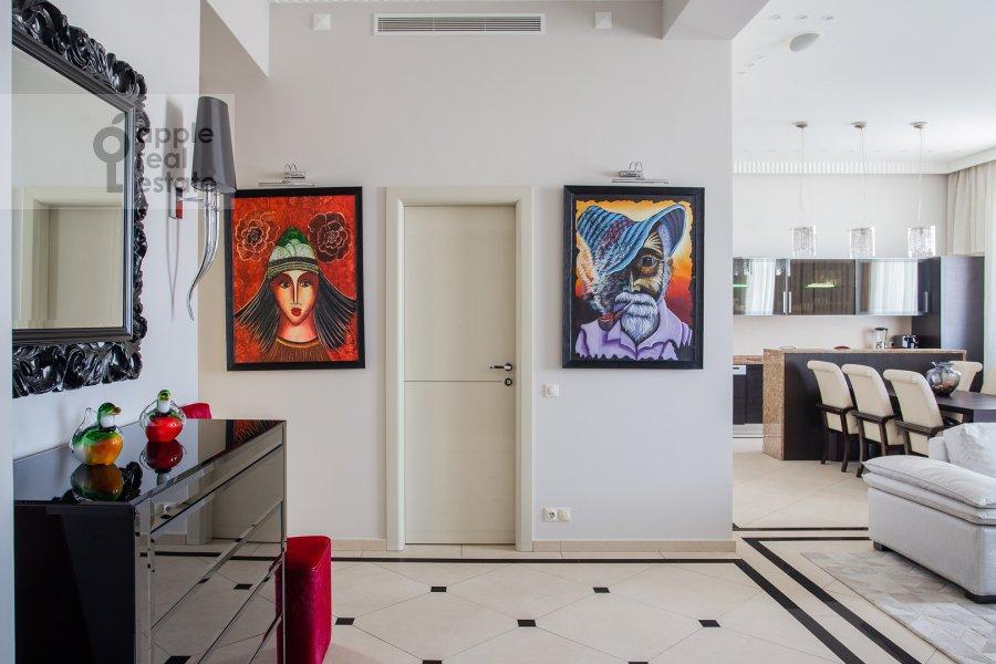 Corridor of the 3-room apartment at Tverskaya 9