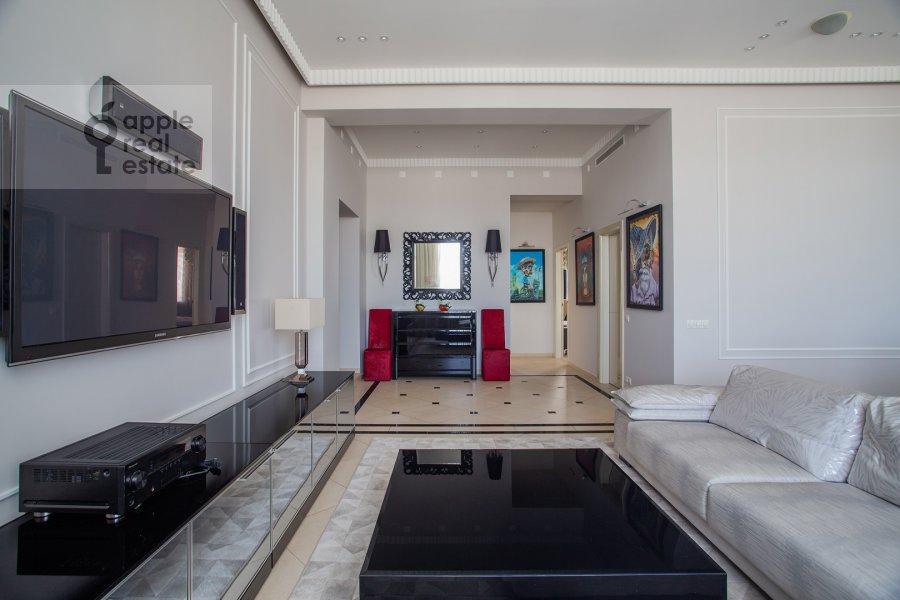 Living room of the 3-room apartment at Tverskaya 9
