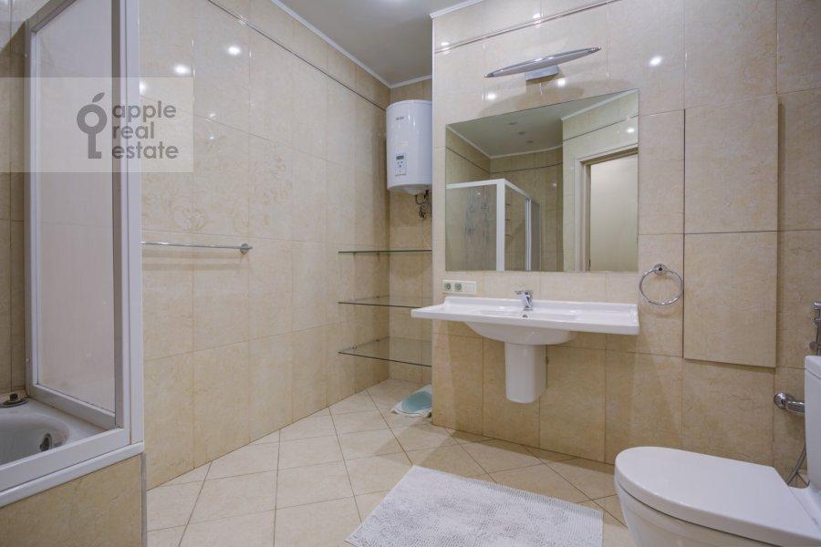 Санузел в 3-комнатной квартире по адресу Давыдковская улица 16