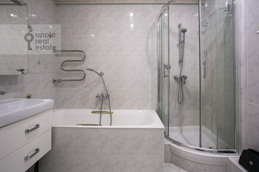 Санузел в 2-комнатной квартире по адресу Смоленский бульвар 3-5с1а