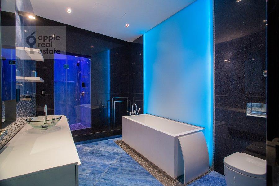 Bathroom of the 5-room apartment at Malaya Bronnaya ulitsa 44