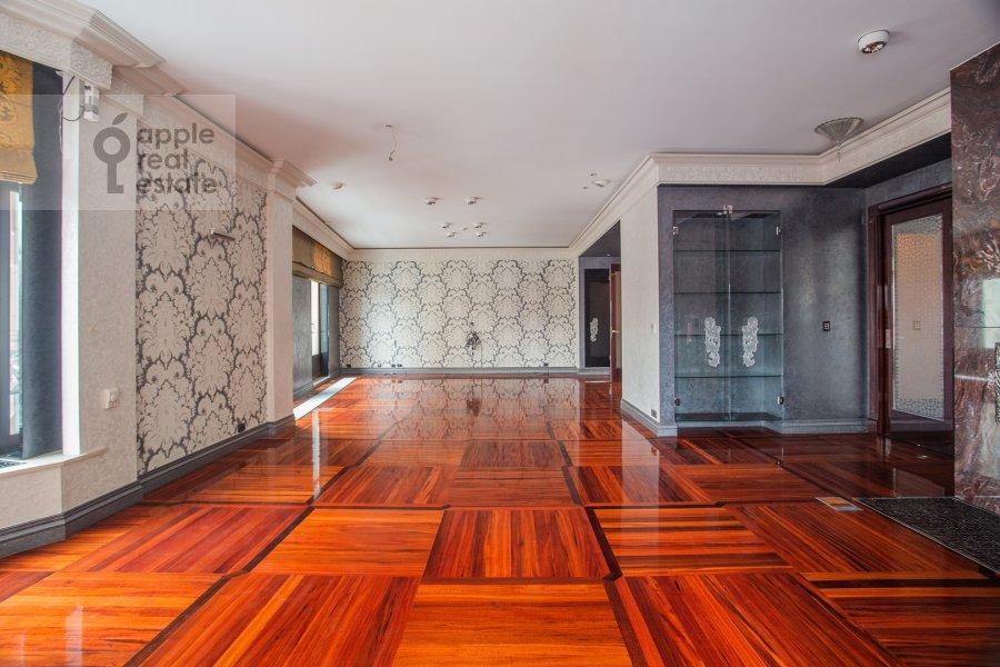 Living room of the 5-room apartment at Malaya Bronnaya ulitsa 44