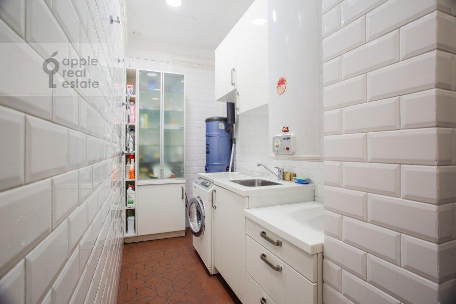 Walk-in closet / Laundry room / Storage room of the 5-room apartment at Malaya Bronnaya ulitsa 44