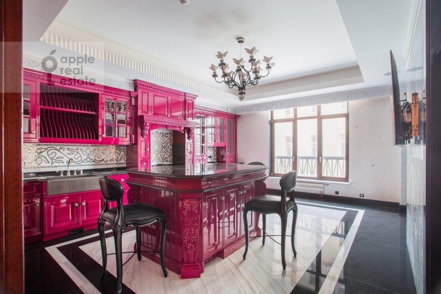 Кухня в 5-комнатной квартире по адресу Малая Бронная улица 44