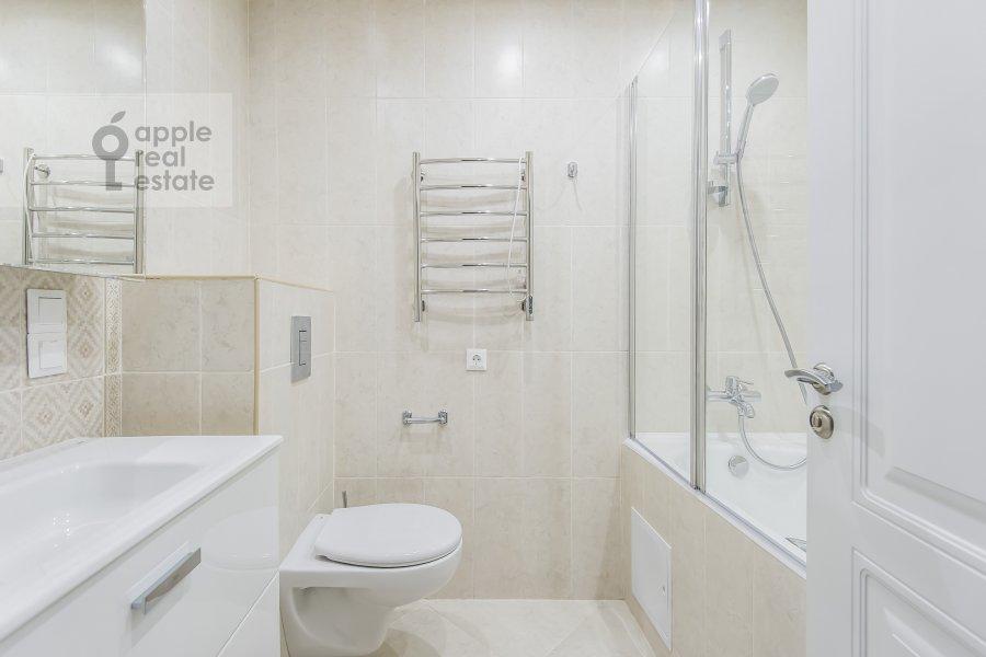Bathroom of the 4-room apartment at Leninskiy prospekt 95B