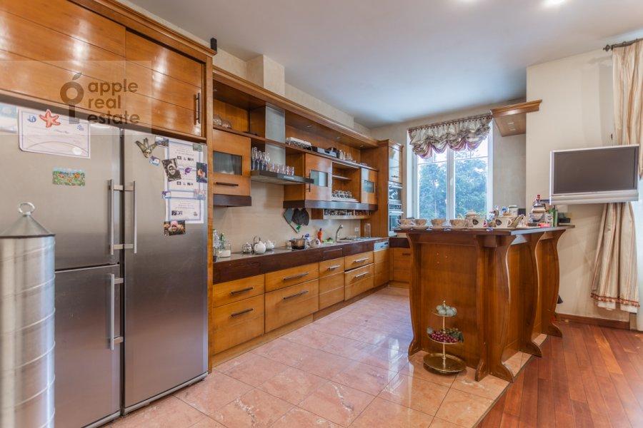 Кухня в 4-комнатной квартире по адресу Береговая улица 6