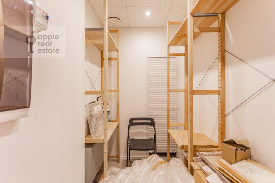 Гардеробная комната / Постирочная комната / Кладовая комната в 3-комнатной квартире по адресу Мытная улица 7с1