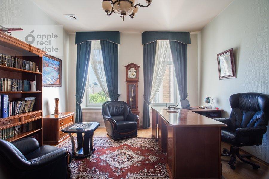 Children's room / Cabinet of the 4-room apartment at Nikitskiy bul'var 15/16