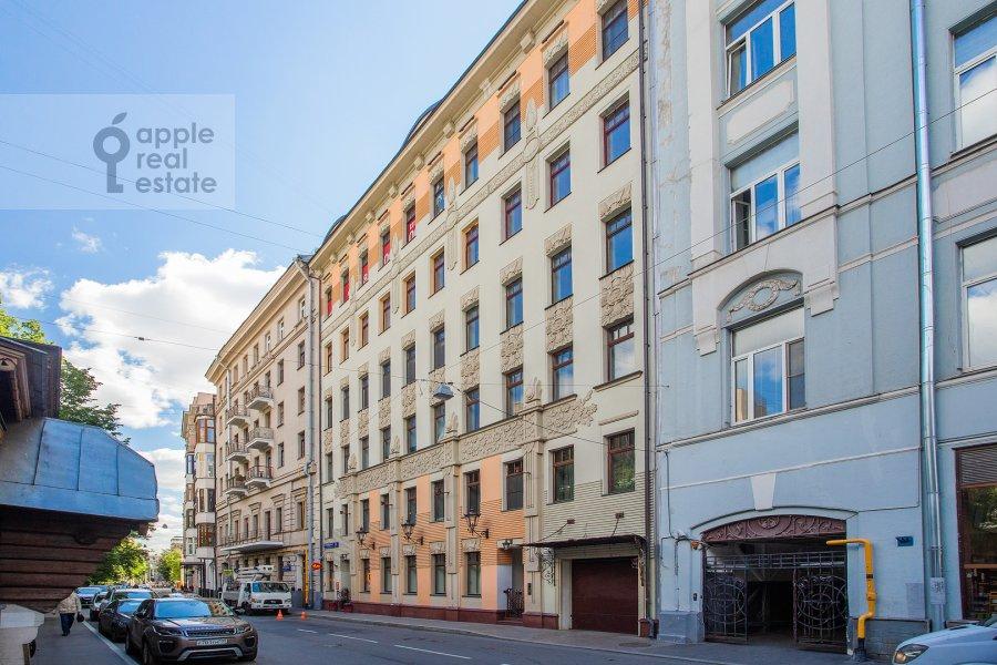 Photo of the house of the 2-room apartment at Starokonyushennyy pereulok 45