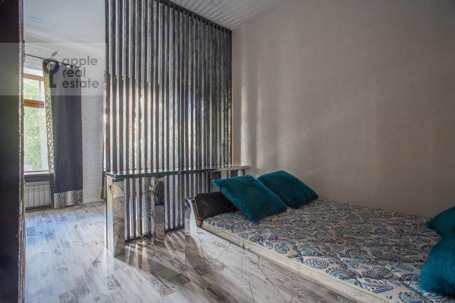 Bedroom of the 2-room apartment at Starokonyushennyy pereulok 45