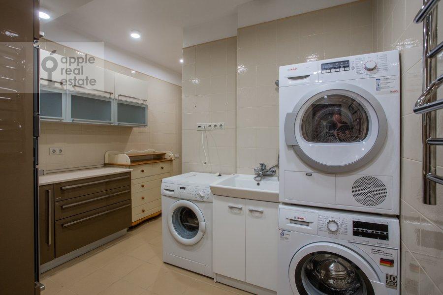 Гардеробная комната / Постирочная комната / Кладовая комната в 5-комнатной квартире по адресу проспект Вернадского 94к2