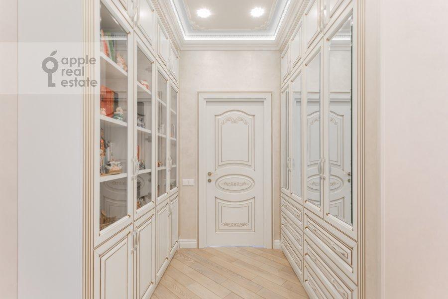Corridor of the 4-room apartment at 1-ya Myasnikovskaya ulitsa 2