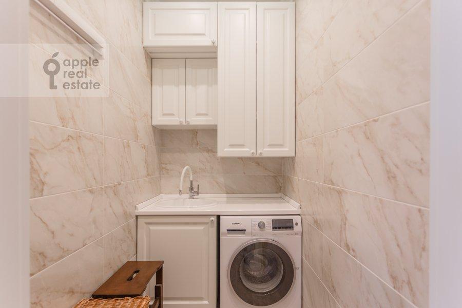 Walk-in closet / Laundry room / Storage room of the 4-room apartment at 1-ya Myasnikovskaya ulitsa 2