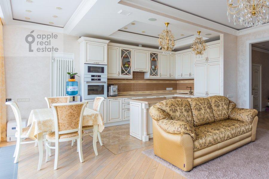 Living room of the 4-room apartment at 1-ya Myasnikovskaya ulitsa 2