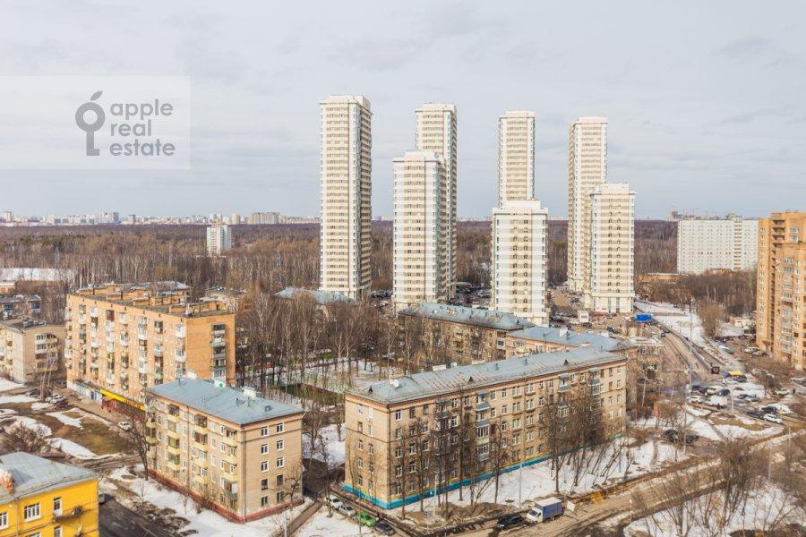 View from the window of the 4-room apartment at 1-ya Myasnikovskaya ulitsa 2