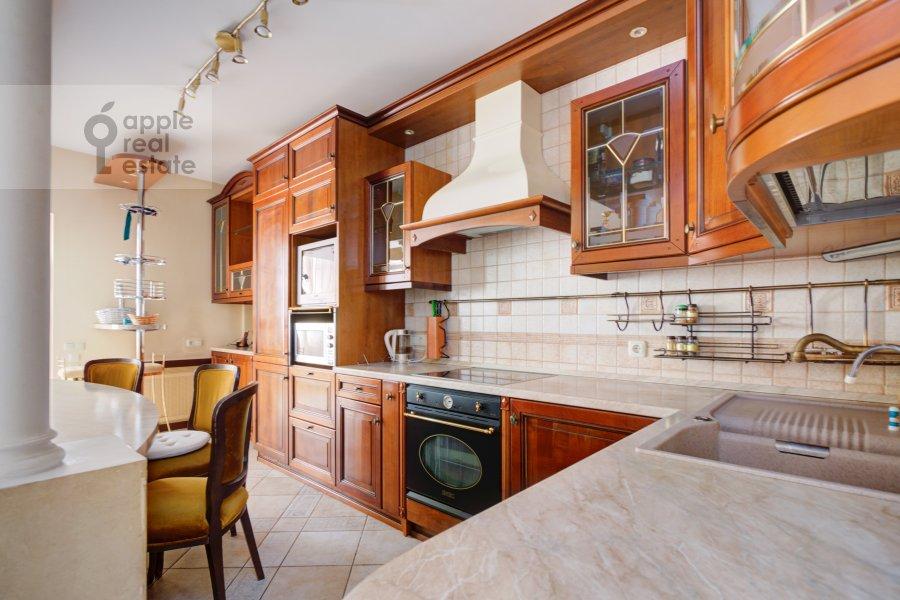 Кухня в 4-комнатной квартире по адресу Грохольский переулок 28