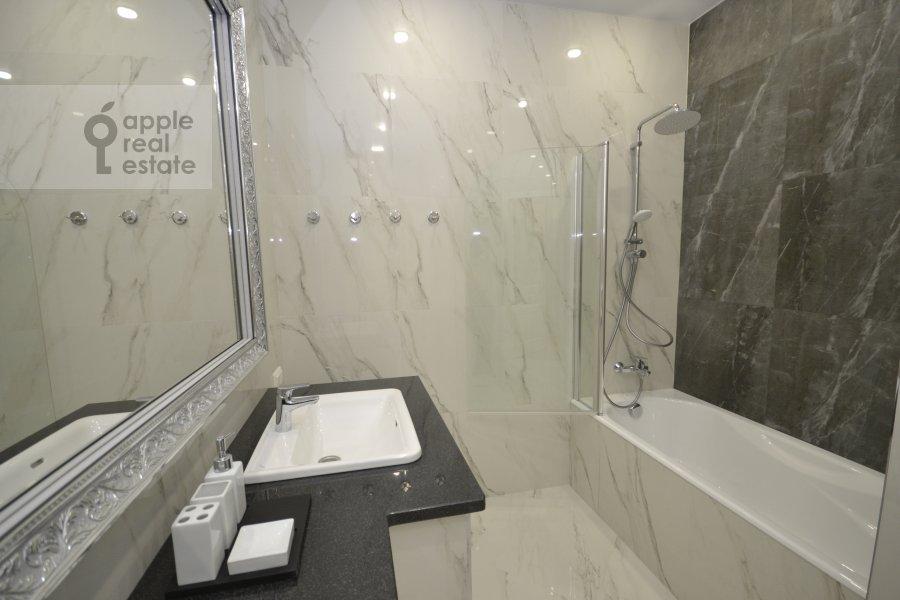 Bathroom of the 3-room apartment at Leningradskiy prospekt 36s30