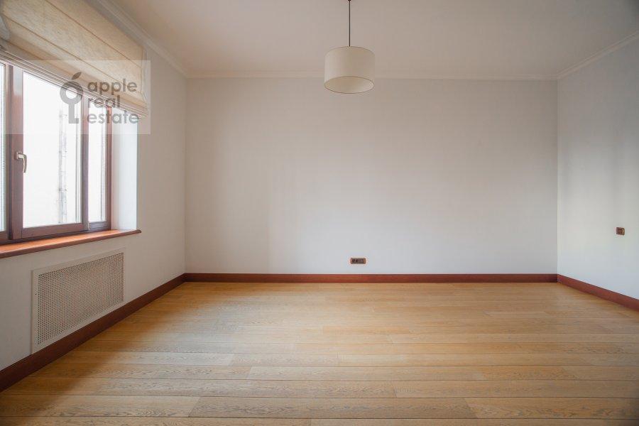 Children's room / Cabinet of the 5-room apartment at Plotnikov pereulok 21S1