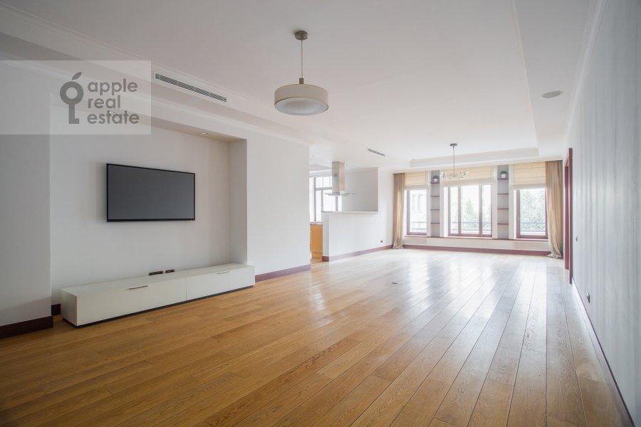 Living room of the 5-room apartment at Plotnikov pereulok 21S1