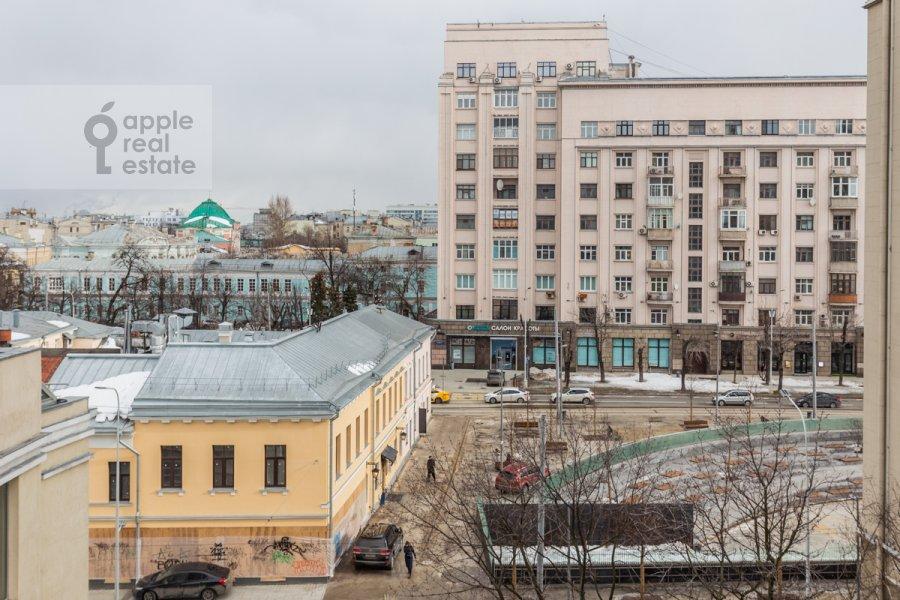 Вид из окна в 2-комнатной квартире по адресу Покровский бульвар 4/17с10