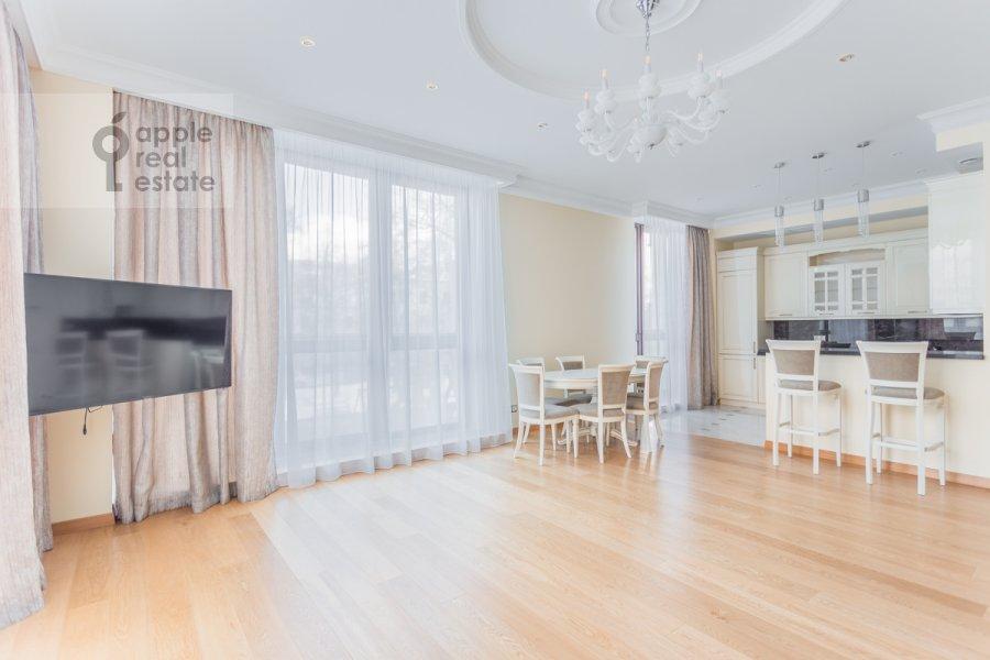 Living room of the 5-room apartment at Khilkov pereulok 5